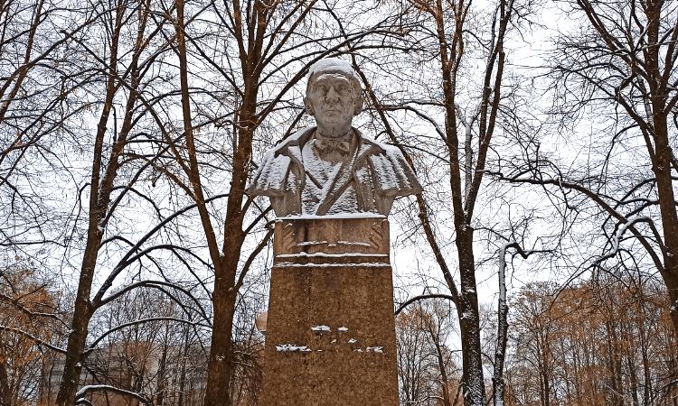 Busto de F.R. Kreutzwald en Tartu (Estonia)