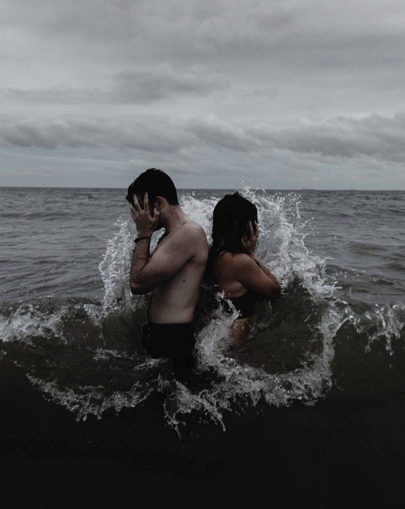 Foto de relación tóxica en el mar